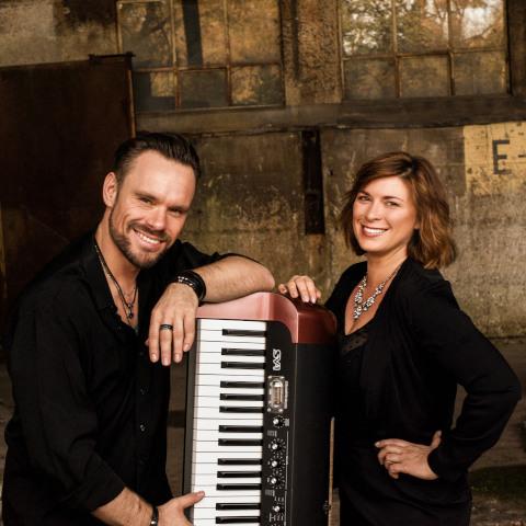 Musik für Events buchen. Piano und Gesang. - Entprima Live | Pop-Lounge-Dance MusicDuo